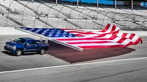 Automotive Flags 2017 Chevrolet Silverado Hd Sets World Record For Towing A Flag