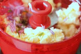 fleurs de ciboulette en cuisine beurre à la fleur de ciboulette chez requia cuisine et