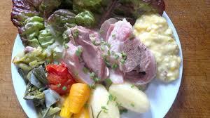 cuisiner tete de veau recette de la tête de veau aux 2 sauces pommes vapeur