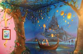 fresque chambre fille une maman a peint une fresque raiponce sur les murs de