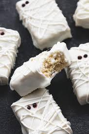 3 ingredient rice krispie treat mummies creme de la crumb