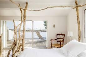 chambre lit baldaquin lits à baldaquin en bois flotté entre mer et marais créations en