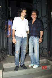 mumbai shah rukh khan and imtiaz ali snapped at the korner house