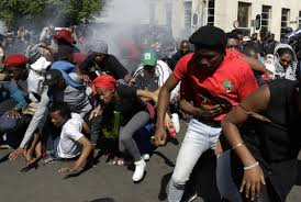 south african police clash with university students in violent