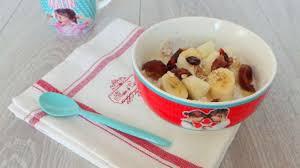 comment cuisiner le d avoine yaourt aux flocons d avoine fruits et fruits secs et miel recette