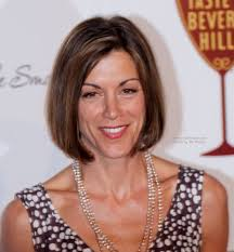wendie malick midway around the neck bob hairstyle