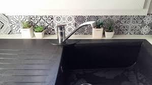credence autocollant cuisine 19 idées pour une crédence adhésive imitation carreaux de ciment