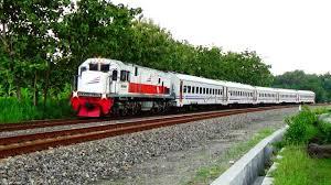 Kereta Api 6 Kereta Api Di Indonesia Secara Bergantian Melintasi Tikungan