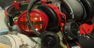 falsse advertising on amazon black friday denon receivrt noise cancelling headphones denon able planet u0026 akg models