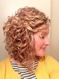 cheveux bouclã s coupe 26 coiffures pour cheveux bouclés vous donneront envie d avoir des