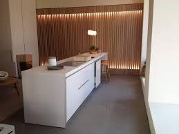 cuisiniste carcassonne cuisine ouverte sur séjour avec plan de travail en céramique ou en
