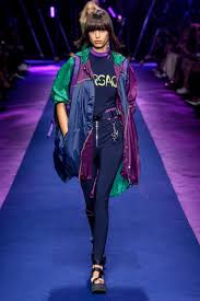 Brandname News Collections Fashion Shows by Team Versace Donatella Puts Naomi Campbell And More A List Models