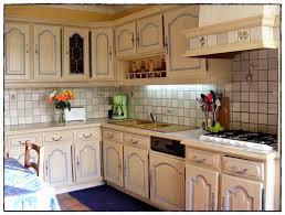 relooker sa cuisine en chene relooker une cuisine en bois repeindre cuisine rustique dedans