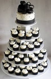 wedding cake on a budget cheap wedding ideas change the colors but simple and chic borrow