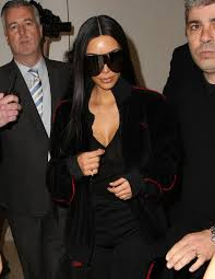 Kim Kardashian Wedding Ring by Kim Kardashian Shows Off A Much Smaller Wedding Ring Which