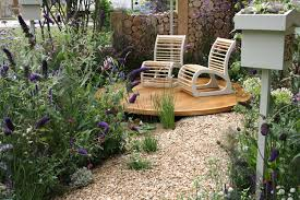 hampton court flower show more fab gardens growing nicely