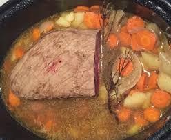 cuisiner un roti de boeuf au four rôti de boeuf à la cocotte recette de rôti de boeuf à la cocotte