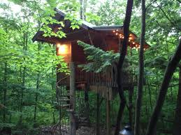 an adirondack tree house retreat treehouses for rent in middle
