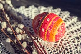 Decorating Easter Eggs With Fabric five fun ways to decorate your eggs this easter circlemag