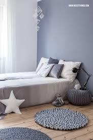 schlafzimmer blaugrau ein hübsches blau grau als wandfarbe im schlafzimmer www kolorat