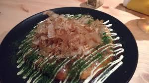spécialité japonaise cuisine l okonomiyaki est la spécialité de moshi moshi une galette