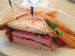 table service magic kingdom plaza restaurant lunch dinner gluten free dairy free at wdw
