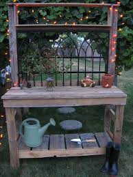 Patio Furniture Using Pallets - i like the idea of using old fence panels for the back of this
