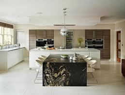 grande cuisine moderne cuisine design luxe ilot de cuisine au design en himacs meuble de