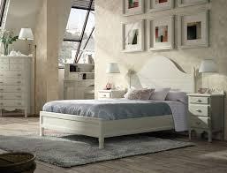 muebles decapados en blanco dormitorio color blanco decapado de estilo clasico fabricado en pino