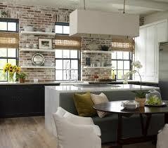 idee deco mur cuisine mur briques exposées dans la cuisine une très idée déco