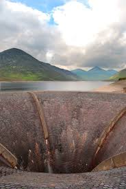 file silent valley reservoir bell mouth spillway jpg wikimedia
