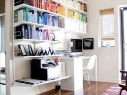 dessus de bureau de jolies étagères pour un bureau bien rangé par decocrush
