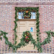 a colonial decorations walking tour