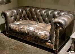 canap de charme cuir de charme il habille aussi les meubles vintage