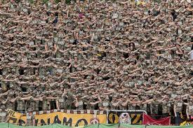 K He Kaufen U Form Ksc Sgd Dynamo Dresden Fans Im Militärlook Randalieren In