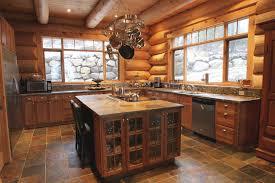 cuisine chalet bois cuisine rustique dans une maison de bois rond harkins
