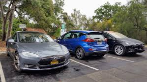 electric vehicles plug in hybrids vs fully electric vehicles at public charging