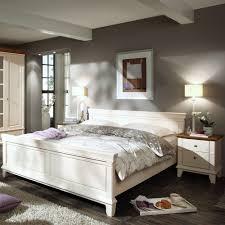 Schlafzimmer Mit Metallbett Richten Sie Ihr Schlafzimmer Komplett Im Landhausstil Ein