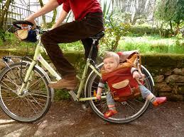 vélo avec siège bébé 5 images à ne jamais reproduire à vélo avec vos enfants ti