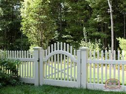 Gate For Backyard Fence Best 25 White Vinyl Fence Ideas On Pinterest White Fence Vinyl