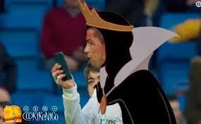 Memes De Ronaldo - los memes de cristiano ronaldo mirándose la herida a través del móvil