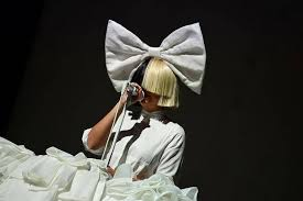 someone tried to sell photos of sia so she uploaded one to