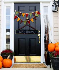 6 Thanksgiving Door Decorations to Amp Up Your Curb Appeal