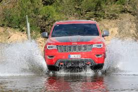 jeep grand cherokee trailhawk off road 2017 jeep grand cherokee trailhawk vs 2017 ford everest trend video