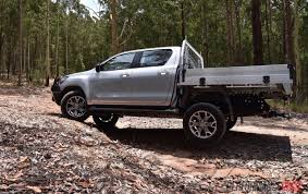 toyota lifted 2016 toyota hilux 2 8 td review video performancedrive