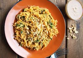 comment cuisiner une courgette spaghetti recette facile de courge spaghetti à la sauce thaïlandaise aux arachides