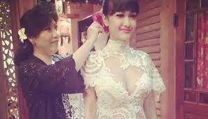 wedding dress nagita slavina hadiri resepsi raffi nagita jupe kenakan kebaya
