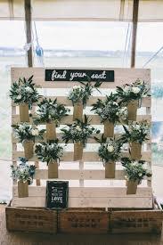 tableau original design un plan de table mariage en palettes 20 idées inspirez vous