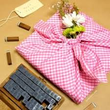 Gift Wrapping How To - use q tips and a fun straw to make your own diy dandelion gift