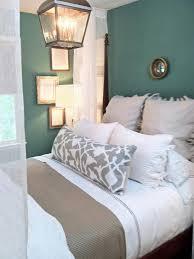 neutral bedding tones down the gorgeous teal walls i kinda